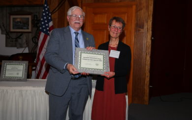 Pam Reinhardt receives award