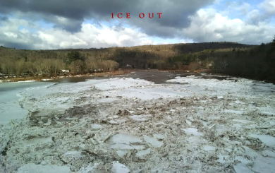 ice flowing down the Delaware River